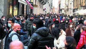 In coda e raccolta per lo shopping, Torino dimentica subito la zona rossa