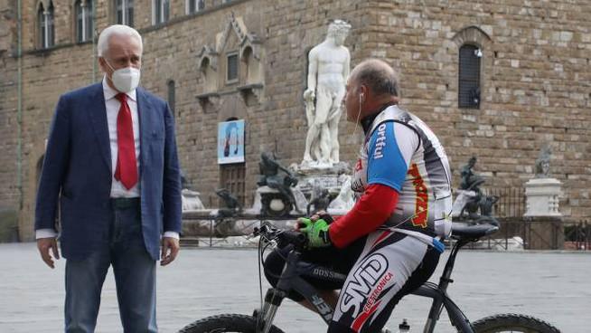 Eugenio Giani in Piazza della Signoria (nuova foto per la stampa)