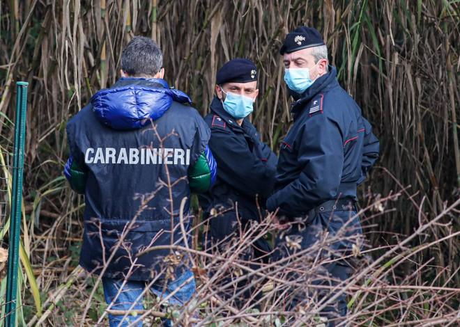 Firenze, cadaveri dilaniati, si immerge nella vita familiare